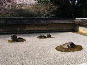 zen garden at RyoanJi-Dry_garden